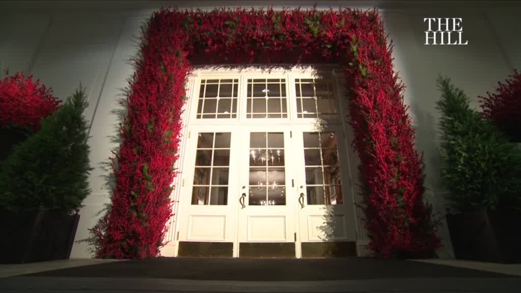White House Unveils Christmas Decorations With Spirit Of